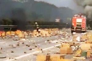 Xe chở iPhone nhập lậu về Việt Nam phát nổ, iPhone văng tung tóe