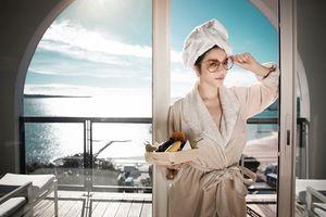 Lý Nhã Kỳ quyến rũ, sang trọng tại khách sạn bậc nhất nước Pháp