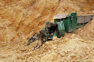 Sạt lở mỏ khai thác đất đá, 1 người tử vong