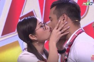 Lâm Vỹ Dạ lại bị 'ép hôn' Trương Thế Vinh tại 7 Nụ Cười Xuân