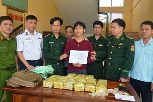 Bắt đối tượng người Lào vận chuyển 15kg ma túy đá vào Việt Nam