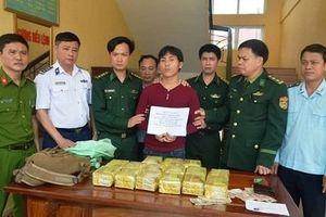 Bắt nhanh đối tượng người Lào mang 15kg ma túy đá vào Việt Nam