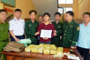 Bắt giữ công dân Lào buôn lậu 15 kg ma túy đá