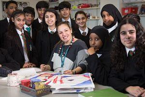Cô giáo dùng 35 ngôn ngữ chào đón HS nhận giải thưởng Giáo viên toàn cầu 2018