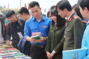 Gian trại đổi sách của Học viện An ninh thu hút độc giả