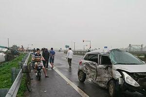 Container va chạm ô tô con trên cao tốc, 1 người nhập viện