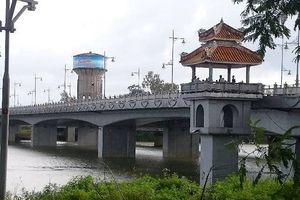 Đã tìm thấy thi thể người phụ nữ bỏ lại xe máy gieo mình xuống sông Hương