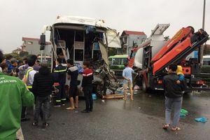 Kinh hoàng xe khách đâm xe cứu hỏa trên cao tốc Pháp Vân - Cầu Giẽ