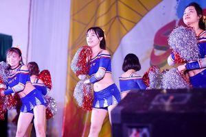 Nữ sinh Tự nhiên khoe nét đẹp với vũ đạo cheerleading