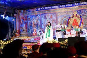 Ấn tượng hình ảnh Sao Mai Thu Hằng thoát tục hát nhạc Phật