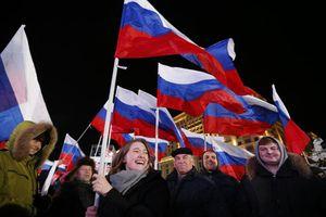 Hình ảnh ấn tượng nước Nga mừng chiến thắng lịch sử của Tổng thống Putin