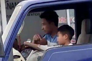 Kinh hoàng bé trai 10 tuổi lái xe tải trên đường phố Sầm Sơn