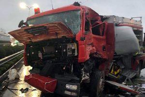 Ôtô khách va chạm xe chữa cháy, một chiến sĩ cứu hỏa thiệt mạng