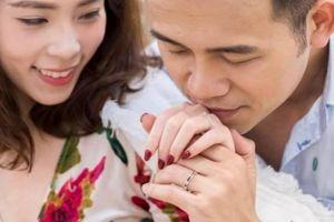MC 'Chúng tôi là chiến sĩ' mua nhẫn cưới với nữ BTV xinh đẹp