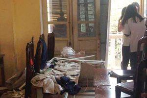 Vữa trần rơi lả tả khiến học sinh THPT Trần Nhân Tông nhập viện