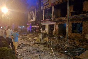 Nghệ An: Nổ lớn lúc nửa đêm, dãy nhà hàng 2 tầng tan hoang