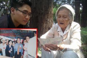 Cụ bà nghẹn ngào mang ảnh chụp cùng nguyên Thủ tướng Phan Văn Khải đến viếng
