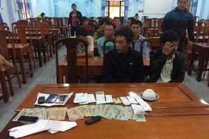 Bắt quả tang 5 phụ nữ chơi xóc đĩa ăn tiền ở Huế