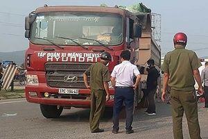Đi khám bệnh, thai phụ và con trai 3 tuổi tử vong dưới gầm xe tải