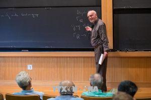 Nhà toán học Canada 81 tuổi được trao Giải thưởng Toán học Abel 2018