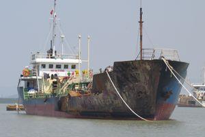 Hải Phòng: Cận cảnh tàu chở xăng dầu Hải Hà 18 lem nhem sau vụ cháy