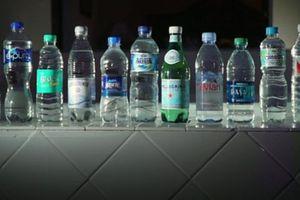 Người tiêu dùng quan tâm: Nước uống đóng chai có những hạt nhựa li ti