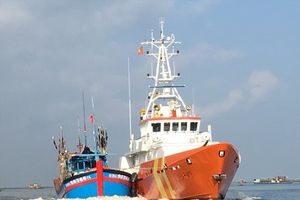Cứu nạn thành công 10 thuyền viên tàu cá về bờ