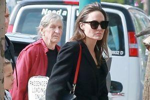Angelina Jolie diện 'cây đen', cùng các con đi xem bom tấn 'Tomb Raider'