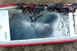 Điện thoại Nokia 5233 phát nổ khiến thiếu nữ tử vong