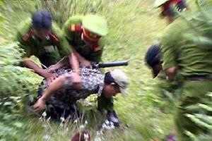 Bắt giữ người đàn ông mang 10 bánh heroin từ Lào về Việt Nam