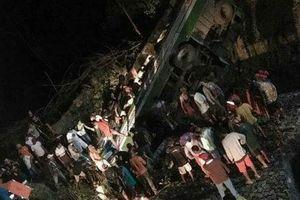 Philippines: Xe buýt rơi xuống vực, 19 người thiệt mạng