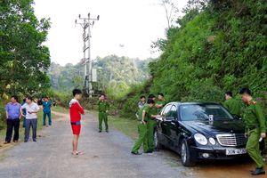 Vợ chồng nữ bác sĩ và con trai tử vong trong xe Mercedes