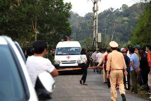 3 người chết trong xe Mercedes: Vợ là Phó khoa Sản