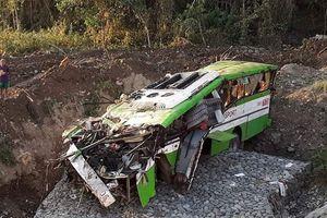 Xe khách lao xuống vách núi tại Philippines, hàng chục người thương vong