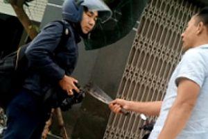 Ghi hình xe quá tải, PV Dân Việt bị hành hung và dọa giết