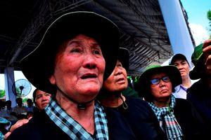 Dòng người rưng rưng nước mắt viếng mộ nguyên Thủ tướng Phan Văn Khải