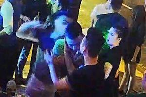 Khởi tố vụ án đánh phóng viên hộc máu mũi trong quán bar ở Đà Nẵng