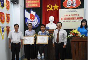 Khánh Hòa: Khen thưởng hai nhà báo bị hành hung khi tác nghiệp