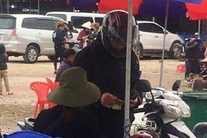 'Chặt chém' du khách từ vong... gửi xe tại danh thắng Tây Thiên?