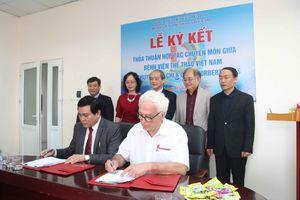 Bệnh viện Thể thao Việt Nam ký hợp đồng với Tiến sĩ N.Moos