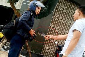 Vụ cầm dao dọa chém phóng viên: Khẩn trương điều tra, làm rõ xử lý nghiêm