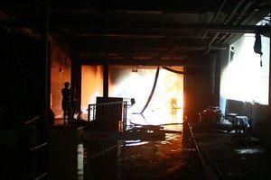 Cháy chung cư: Người bố kể phút cứu con thoát chết qua điện thoại