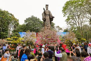 Đông đảo người dân đến với Lễ hội hoa anh đào Nhật Bản 2018