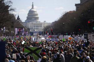 Ấn tượng với hình ảnh hàng trăm ngàn người Mỹ kêu gọi kiểm soát súng đạn