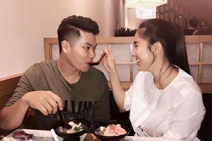 Hot Face sao Việt: Lê Phương và chồng trẻ tình cảm như lúc mới yêu