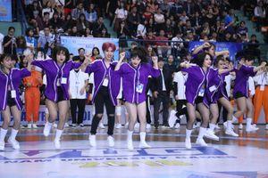 Nhảy đối kháng sinh viên Hà Nội cuồng nhiệt từ những cuộc đấu đầu tiên