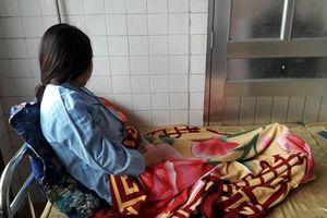 Vụ cô giáo mang bầu bị phụ huynh đánh, ép quỳ: Không khởi tố sẽ khó răn đe