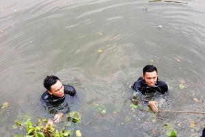 Cảnh sát lặn suốt 3 giờ tìm người đàn ông nhảy kênh Tàu Hủ