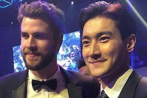 Liam Hemsworth hội ngộ Choi Si Won và Ngô Tôn ở Hong Kong