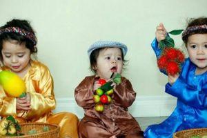 Mê mẩn với trăm bộ quần áo truyền thống của mẹ Việt ở Canada sưu tập cho con